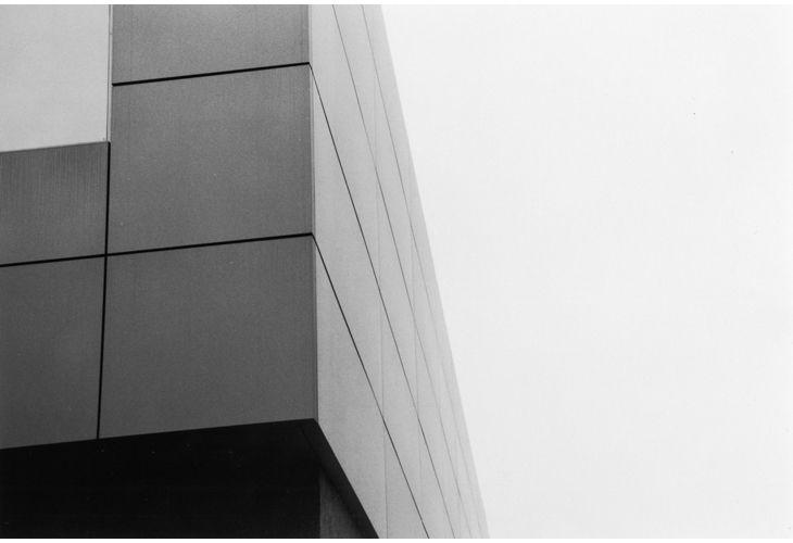 Detalle de la fachada metálica